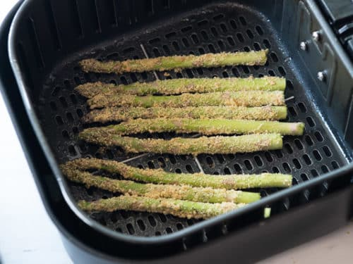 Laying Asparagus in air fryer basket
