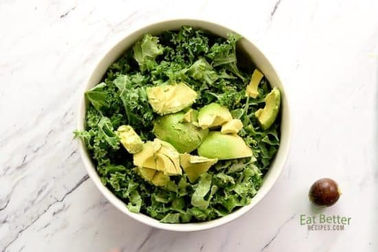 Avocado chunks on Kale